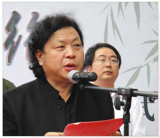 大国工匠龙凤宝玺和田青白玉版创作作者阎炳武