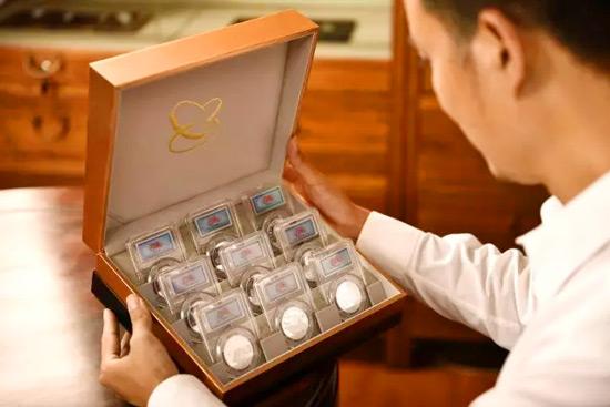 中国金币总公司建军90周年纯银纪念章套装