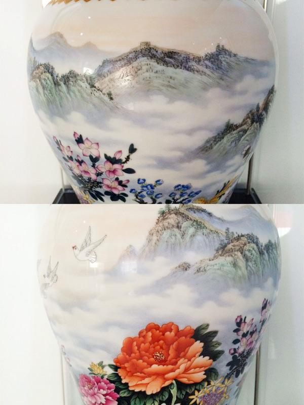 建军大瓶《盛世江山》特制珍藏瓷局部细节图