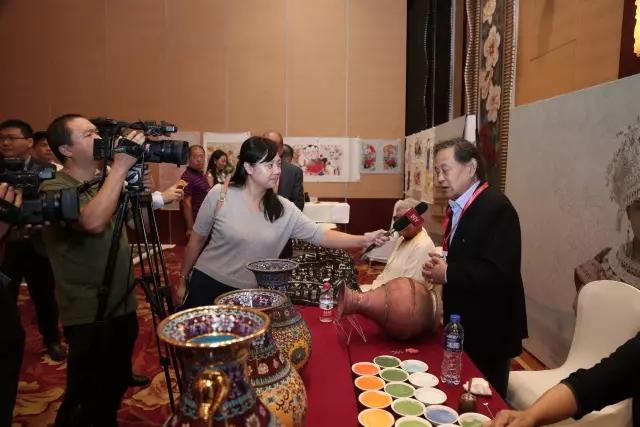 米振雄接受媒体采访,畅谈景泰蓝工艺的保护与传承