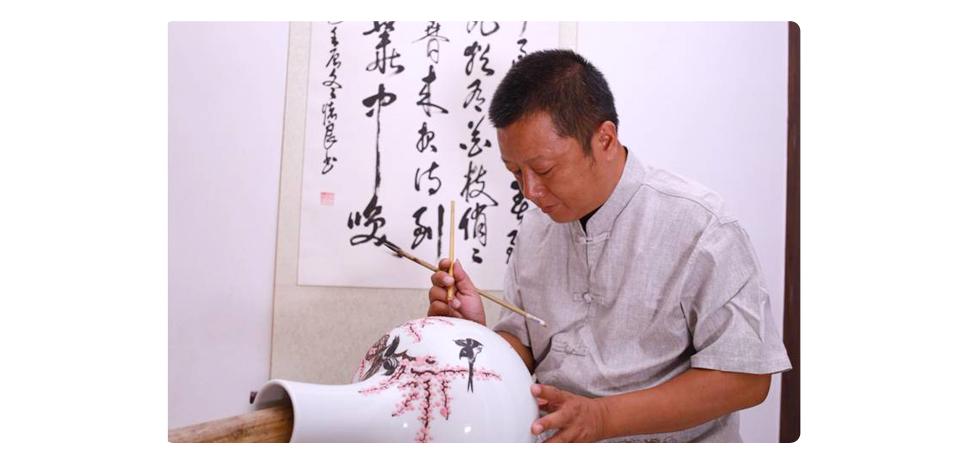 国瓷7501《水点桃花天球瓶》创作作者陈燕飞